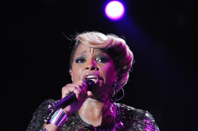 Mary J. Blige's money woes include a notice on her apartment door about not paying rent