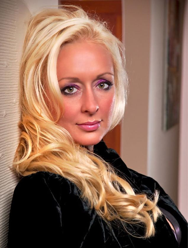 Mindy McCready apparent suicide puts spotlight on 'Celebrity Rehab,' Dr. Drew Pinsky as singer becomes the fifth cast member to die